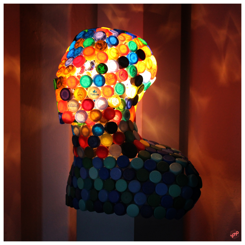 upcycling art Deckel Lampe